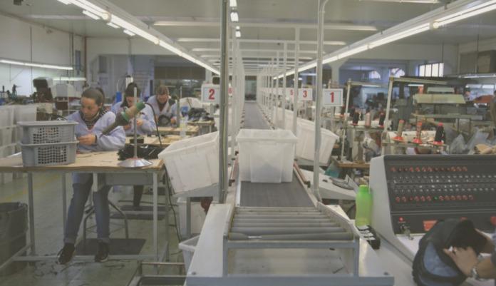 Fábrica de calçado em Torrados